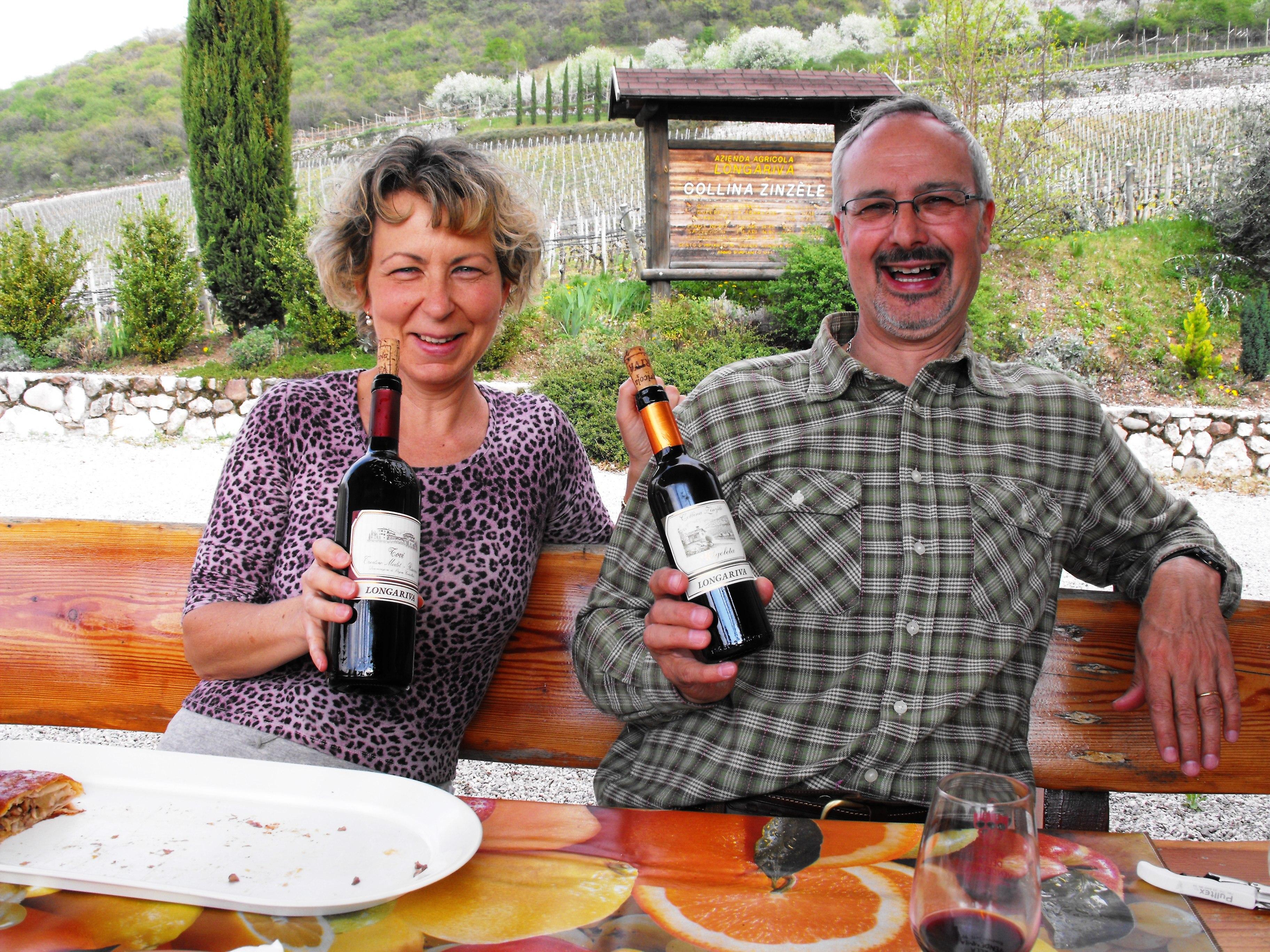 Marco e Rosanna Manica brindano sulla collina Zinzèle