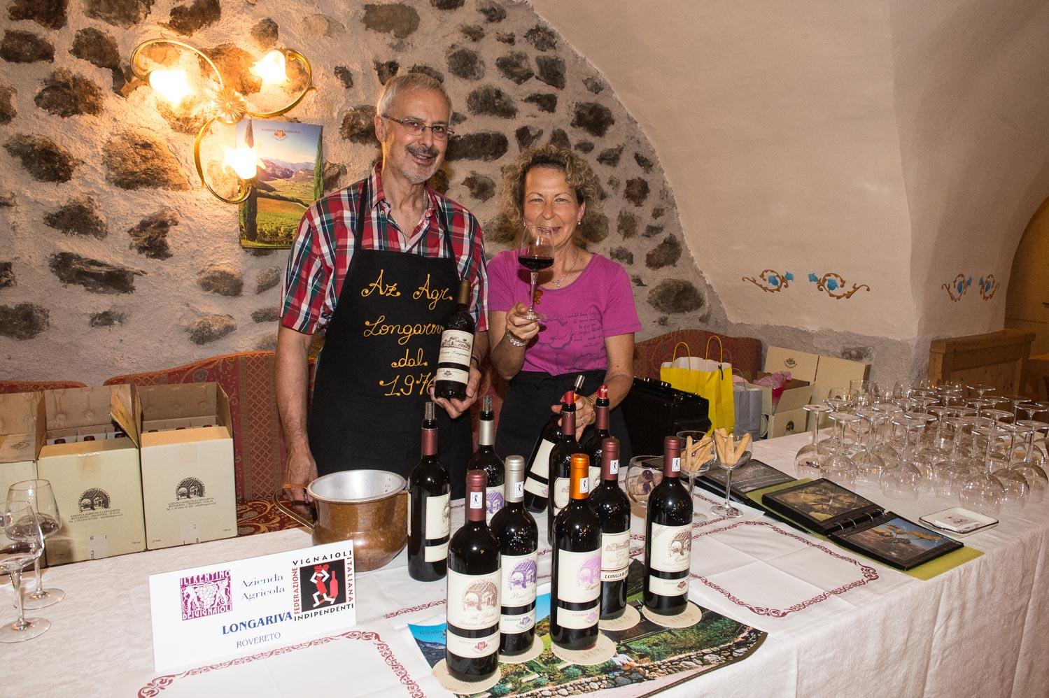 Marco e Rosanna Manica dell'Azienda Agricola offrono assaggi dei loro vini